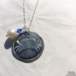JGD Silver Stamped Round Crab Pendant Necklace